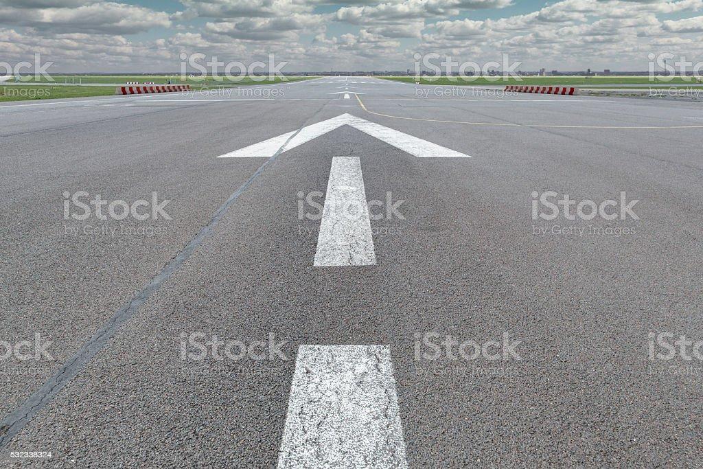 Pfeil Laufsteg Flughafen – Foto