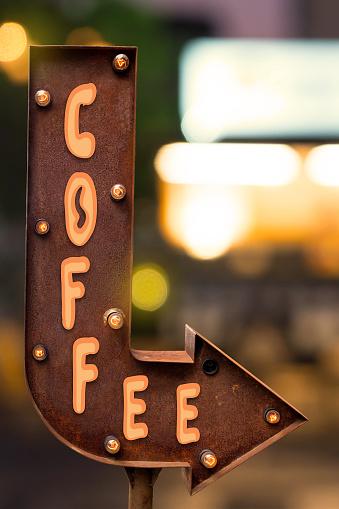 istock Arrow singboard design, focus on coffee shop 909688044