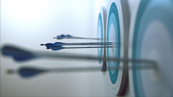 istock Arrows hit target. 514558113