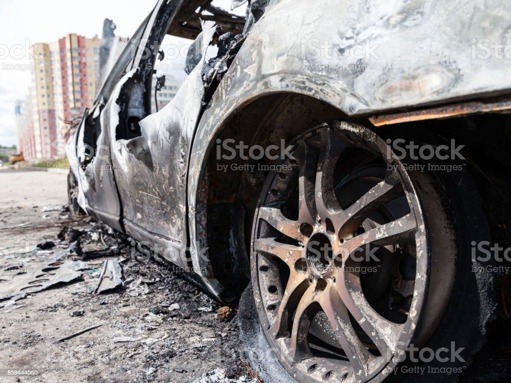 Brandstiftung Feuer verbrannt Rad Auto Fahrzeug junk – Foto