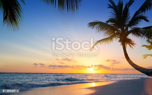 istock Art Beautiful sunset over the tropical beach 913869814