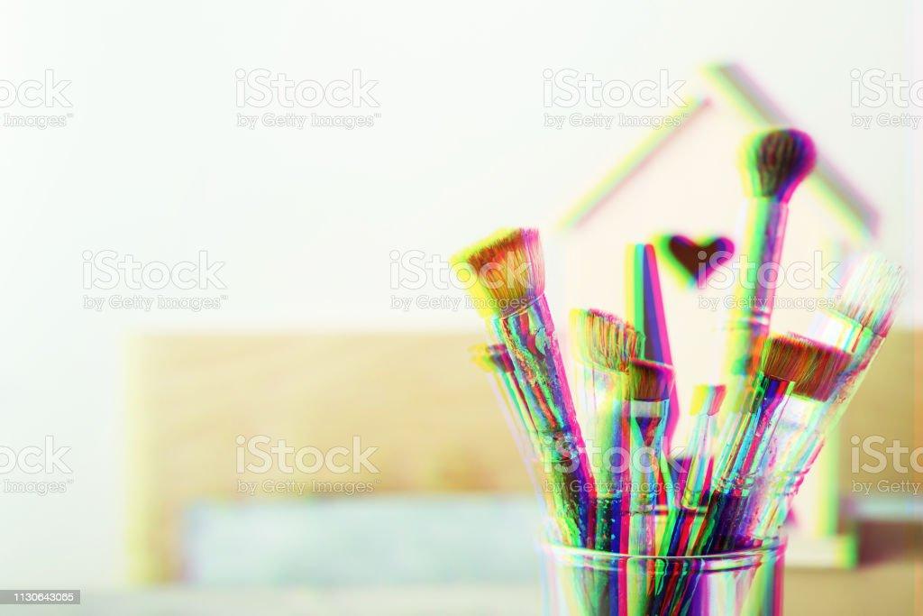 Set de cepillo de arte y casa de madera para la decoración, de efecto de falla Digital - foto de stock