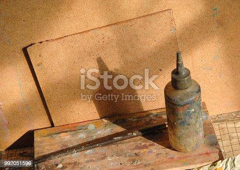 istock art craft, paints 992051596
