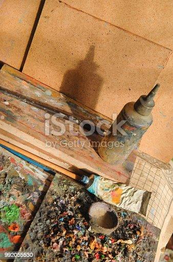 istock art craft, paints 992055530