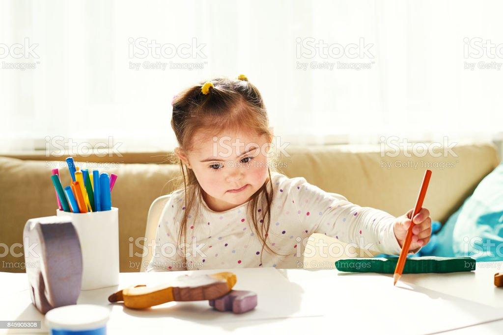 Educación artística para niños discapacitados - foto de stock