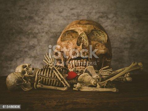 istock Art skull 615486906