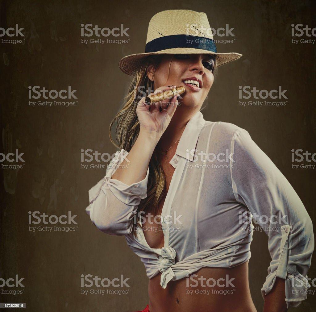 A arte sexy de fumar stock photo
