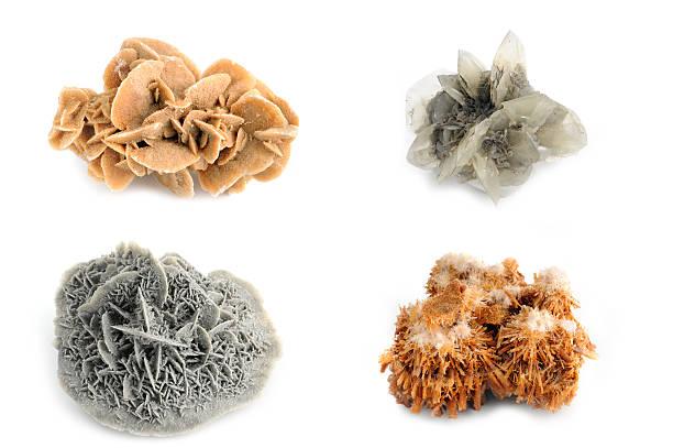 arten von gips-différents gypse cristaux sur fond blanc - rose des sables photos et images de collection
