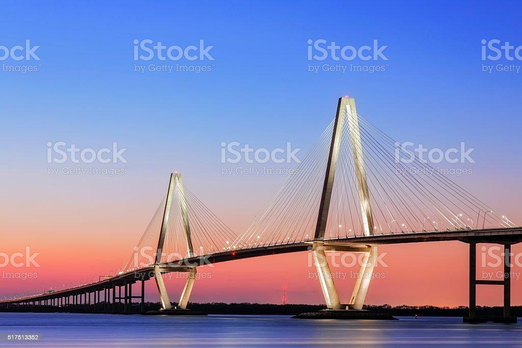 Arthur Ravenel Jr Cooper River-Hängebrücke Charleston, SC - Lizenzfrei Abenddämmerung Stock-Foto
