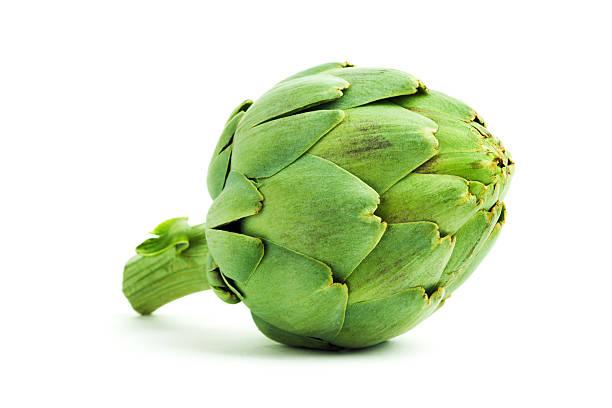 Alcachofa, verde comestible vegetales frescos con corazón, Aislado en blanco - foto de stock