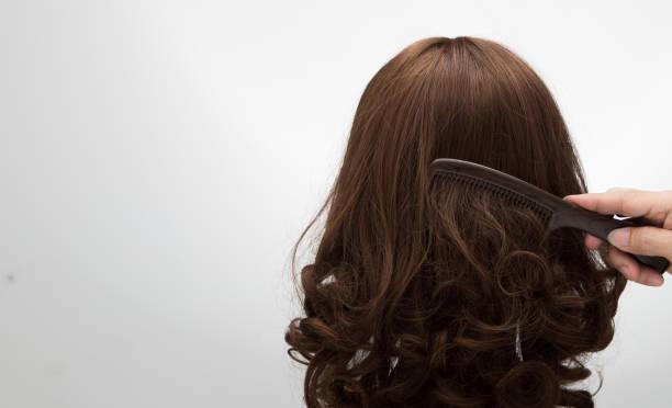 등나무 머리 마네킹에 인공 가짜 머리가 발 - 가발 뉴스 사진 이미지