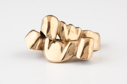 Artificial Tooth Crown Coated Gold - zdjęcia stockowe i więcej obrazów Badania kliniczne