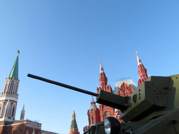Artillery gun on background of Moscow Kremlin on Red square Soviet and russian weapon military parade stock pictures, royalty-free photos & images