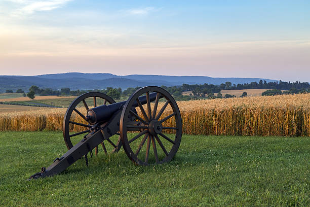 Artillery in front of wheat field at Antietam National Battlefield This is a view of artillery in front of wheat field at Antietam National Battlefield in Sharpsburg, Maryland. The battle at Antietam was the bloodiest single-day battle in American history. robert e. lee stock pictures, royalty-free photos & images