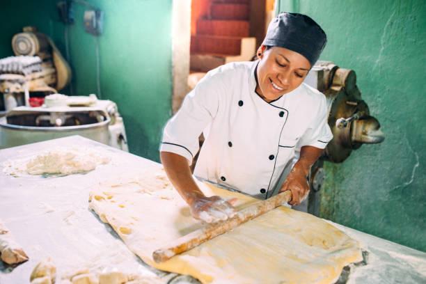 boulangerie artisanale - boulanger photos et images de collection