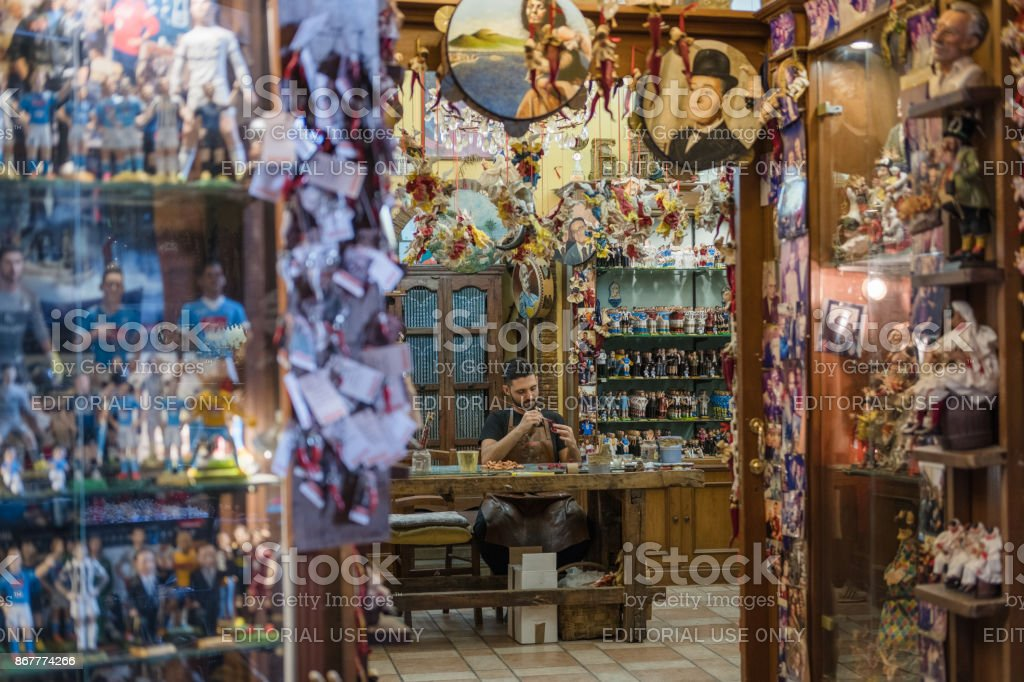 Artisan Painting Cribs in Naples, Italy - foto stock