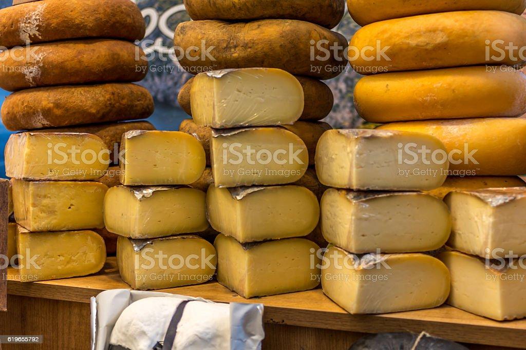 Artisanal cheeses exposed - foto de stock