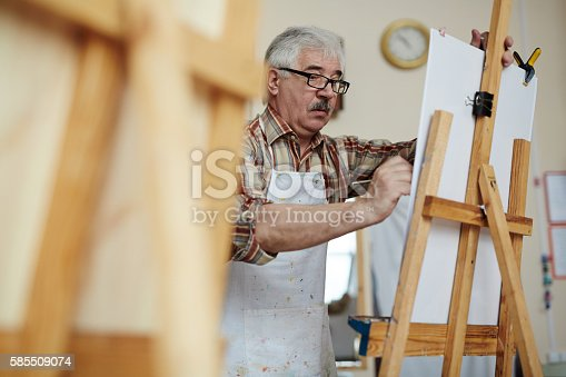 istock Artist at work 585509074