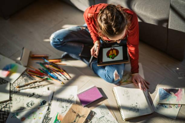 Künstler Busy zu Hause – Foto
