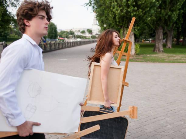 künstler-stadt-lifestyle-partner-beruf-konzept - maler gesucht stock-fotos und bilder