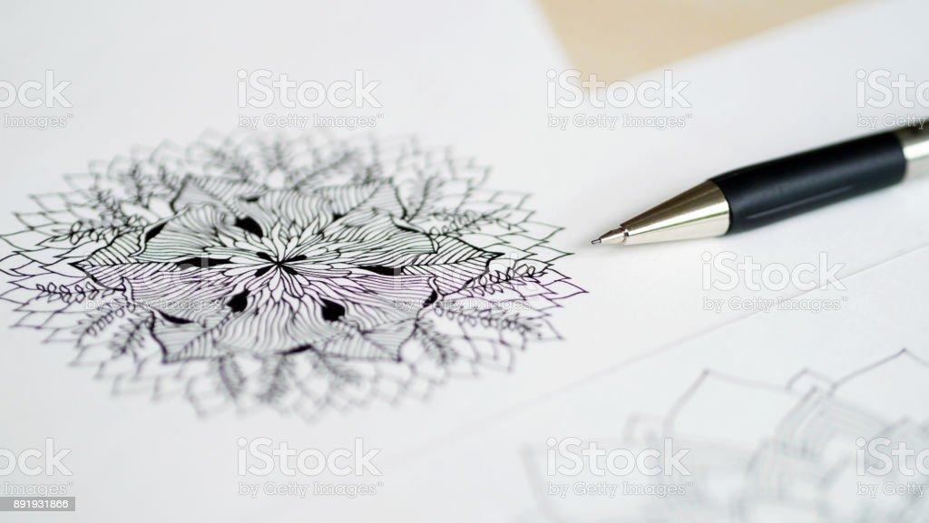 Artista Escritorio Vista Superior La Pluma Lápiz Mandala Flor Mano