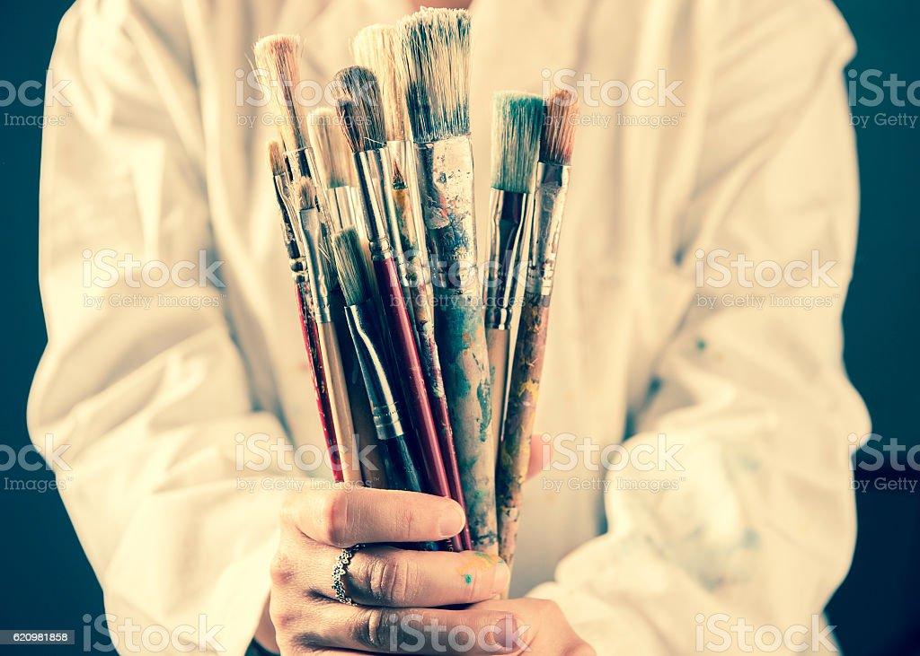 Artist holding paintbrushes foto royalty-free