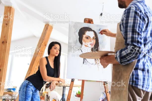 Artist making portrait of young woman picture id643035244?b=1&k=6&m=643035244&s=612x612&h=amz5nlwm3wsqyr3e 9z6nvc4csntdpffzji1zbrbf84=