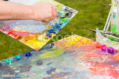 504223972istockphoto Artist Mixing Paint By Palette Knife 538994870
