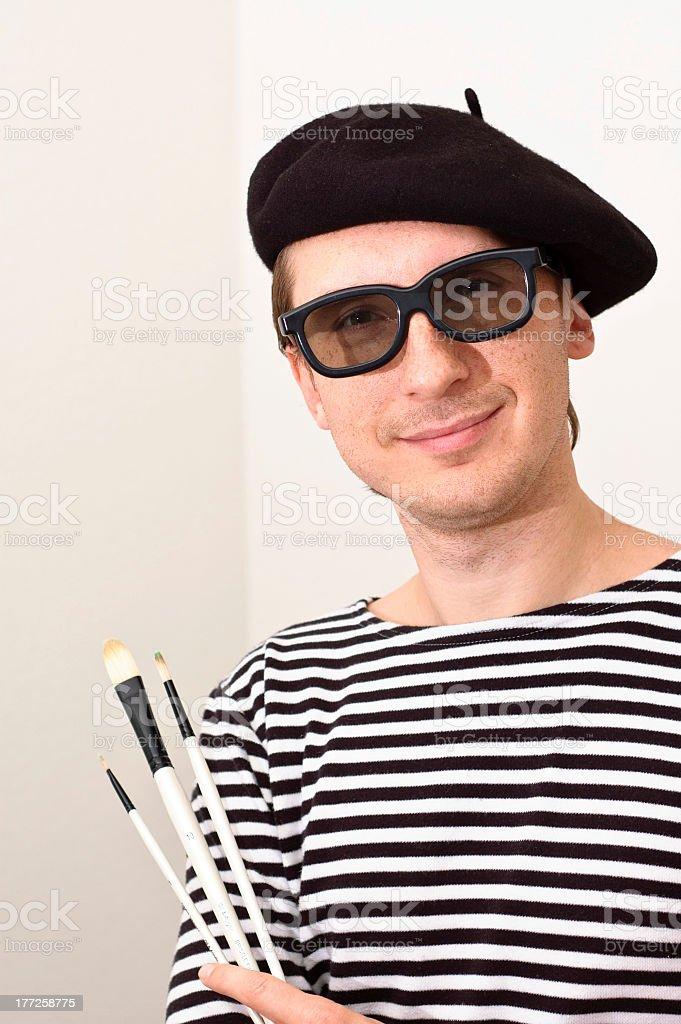 L'artiste avec un béret et brosses - Photo