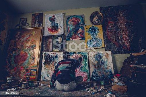865169666 istock photo Artist working on painting 916708662