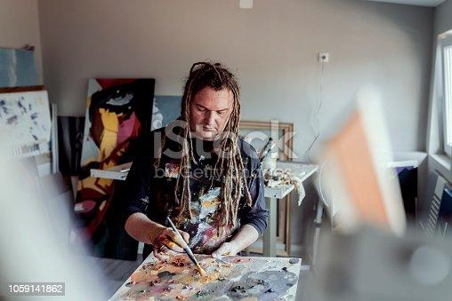 istock Artist working 1059141862