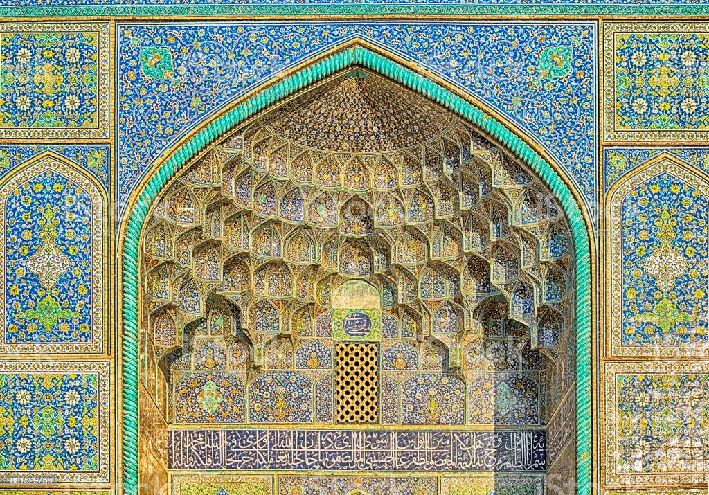 Künstlerische Handarbeit innerhalb des Sheikh Lotfollah Moschee, Isfahan – Foto