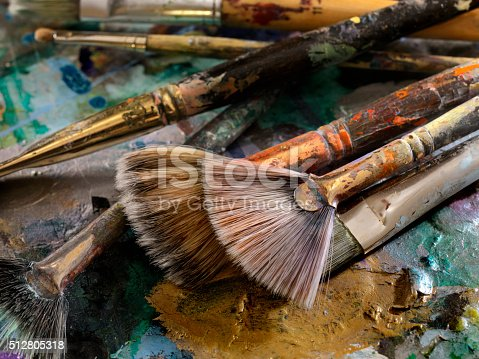 186199100istockphoto Artists Paint Palette and Brushes 512805318