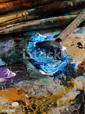 186199100istockphoto Artists Paint Palette and Brushes 512817090