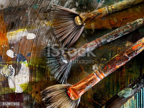 186199100istockphoto Artists Paint Palette and Brushes 512817410