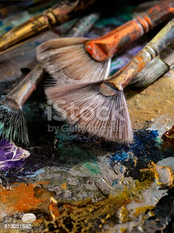 186199100istockphoto Artists Paint Palette and Brushes 513051692