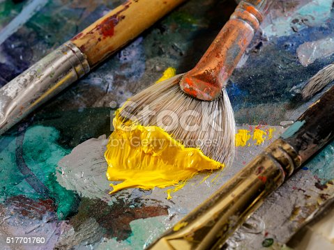186199100istockphoto Artists Paint Palette and Brushes 517701760