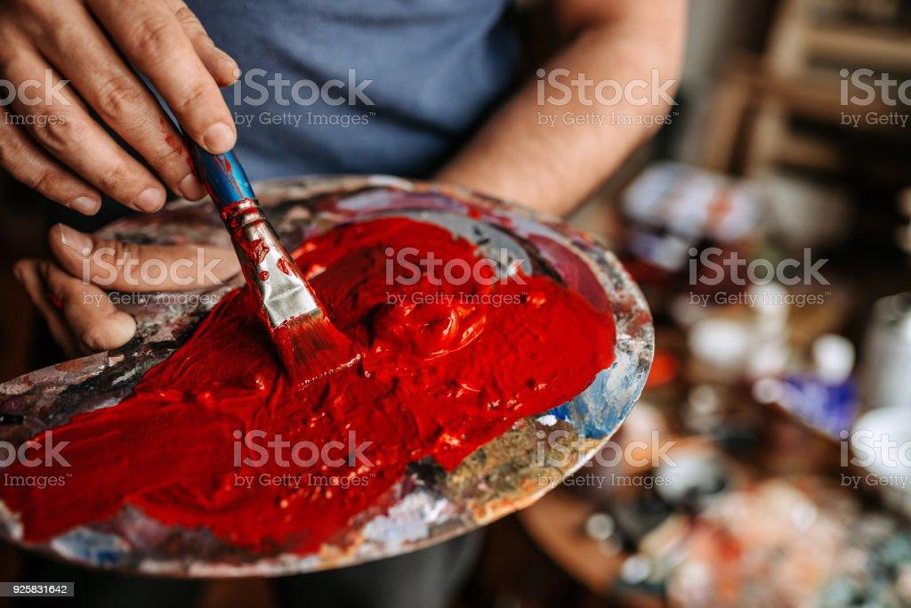 Künstler Palette Coverded mit roter Farbe. – Foto