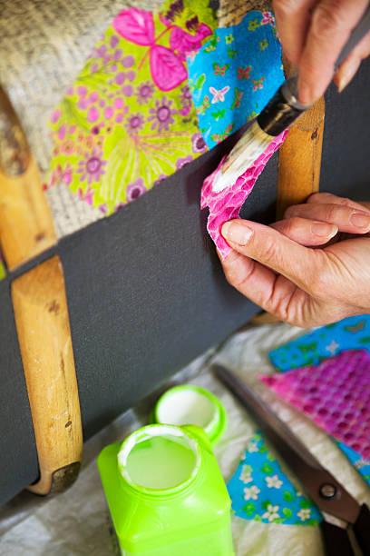 kunst und handwerk: kunstvolle papiergestaltung - decoupage kunst stock-fotos und bilder