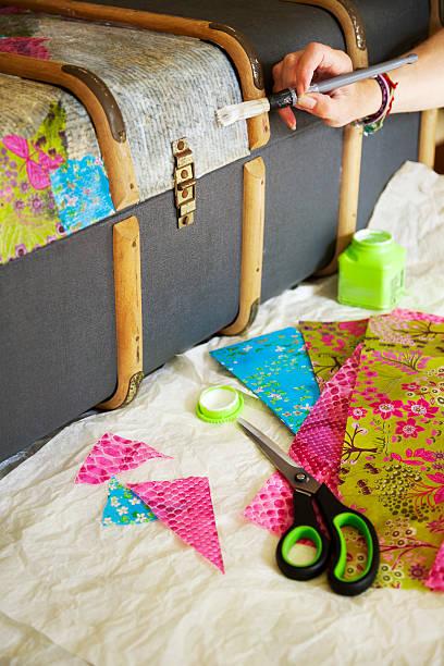 kunst und handwerk - decoupage kunst stock-fotos und bilder
