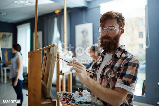 istock Art-school student 637909736