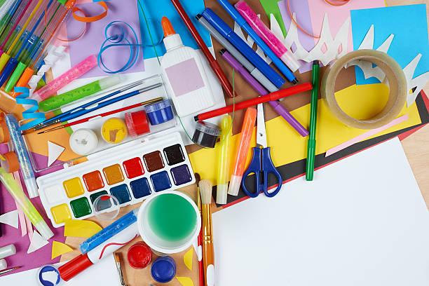 아트웍 근무환경의, 센첸 액세서리, 예술직 도구를 페인팅 - 예술 공예품 뉴스 사진 이미지