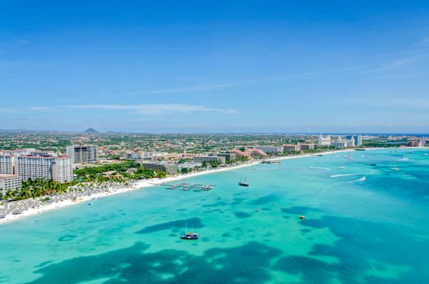 aruba island. caribische zee. - aruba stockfoto's en -beelden