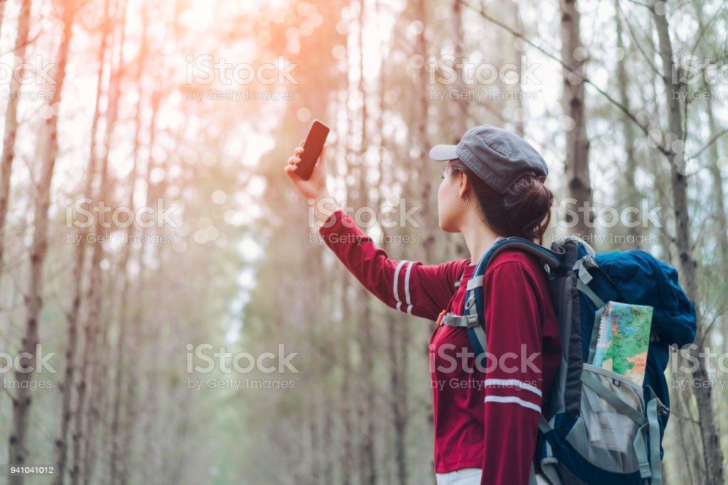 La Asie Photo Droit Sac Forêt Femme Avec Dos Voyage Libre De À dBeCxor
