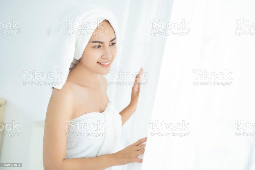 Asian beautiful women dressed in towel – zdjęcie