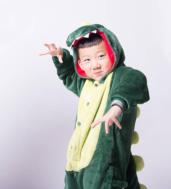 Asiatische junge Schauspieler Dinosaurier – Foto