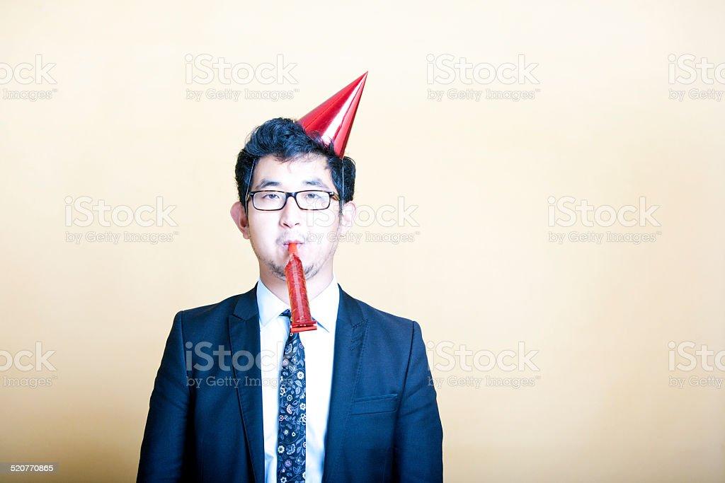 Asian business Mann tragen Partyhut – Foto
