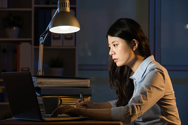 asian business woman use laptop working overtime late night - porzellan druck stock-fotos und bilder