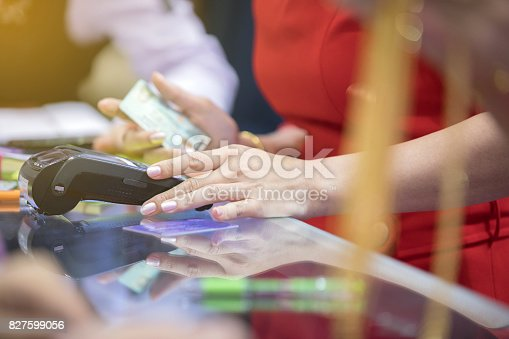 istock Asian Business women hand using credit card swiping machine for payment in cafeteria and supermarket 827599056