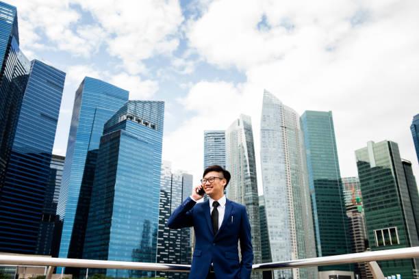 街でアジア系のビジネスマン - 台湾 ストックフォトと画像